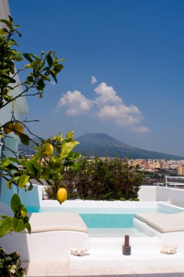 villa-ercolano-perched-seaside-in-southern-italy